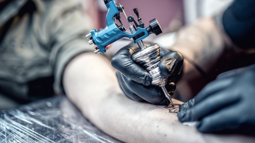 Inchiostro nero per tatuaggi cosa contiene